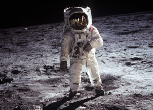 القفز على القمر
